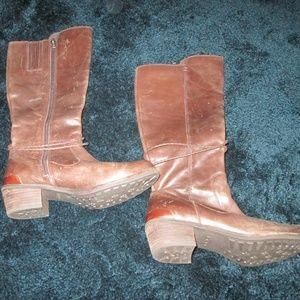 UGG - Brown Boots Size 6.5